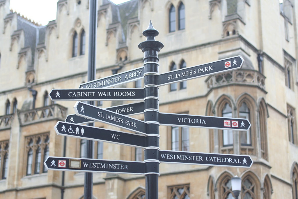Sign - London - Wegweiser