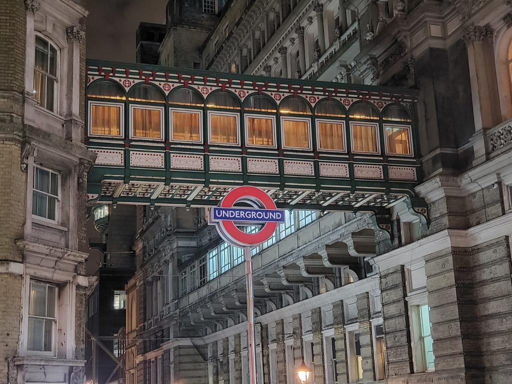 passage-with-underground-sign